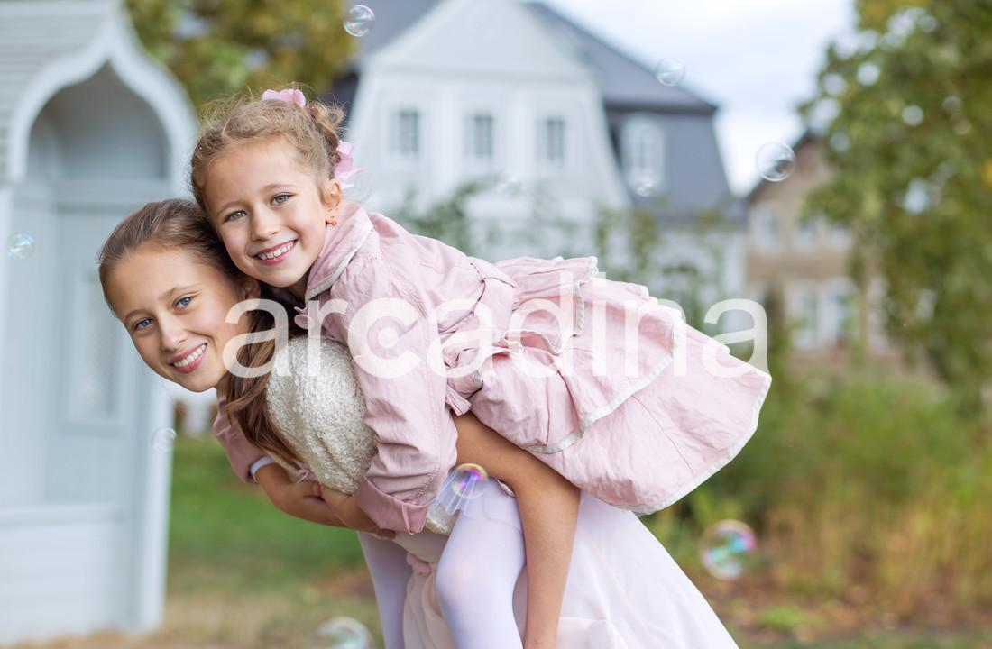 stockfresh_6559351_two-cute-sisters-enjoying-the-autumn-garden_sizeXL_aa2c46