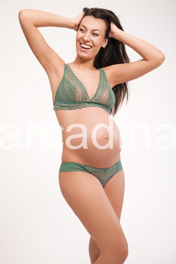 stockfresh_656714_expecting-woman_sizeM